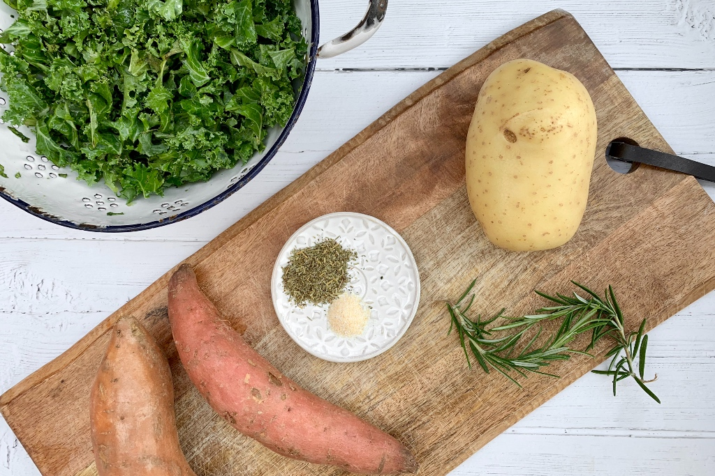 ingredients laid out for the healthy air fryer recipe for chips / fries with kale