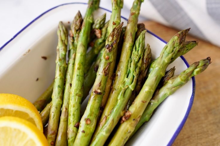 the tops of the cooked pan-fried asparagus heads